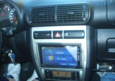 Seat Leon (pantalla 2 DIN Kenwood, reproductor y manos libres)